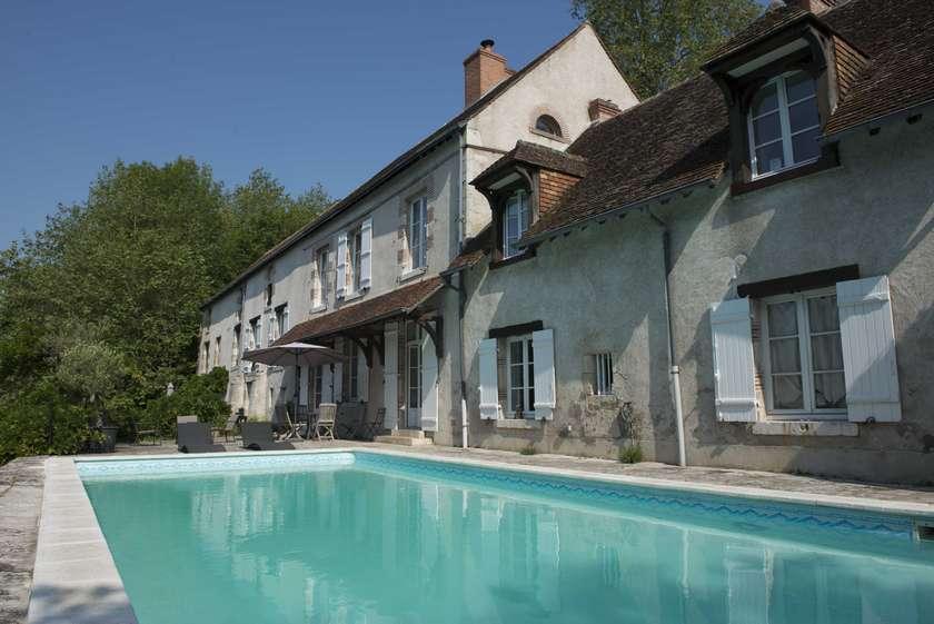 chambres-hotes-piscine-ecterieure-orleans-chateaux-loire-moulin-saint-julien