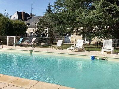 chambres-hotes-piscine-exterieure-chateau-loire-bella-simonetta