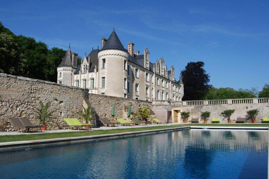 hotel-piscine-chateau-loire-Chateau-des-arpentis