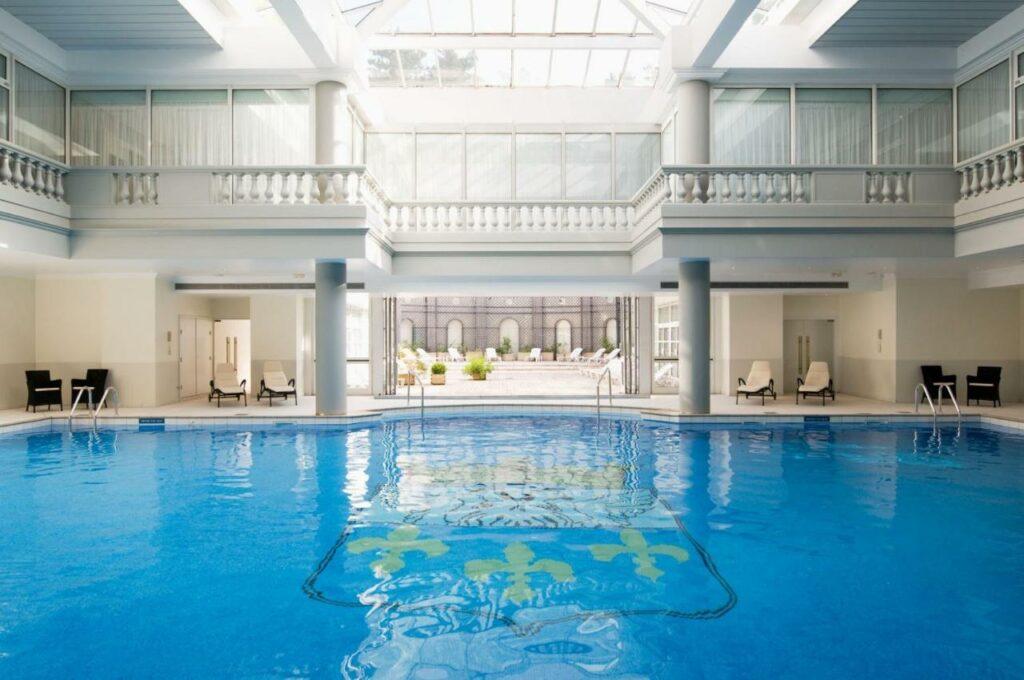 hotel piscine et spa proche paris trianon versailles